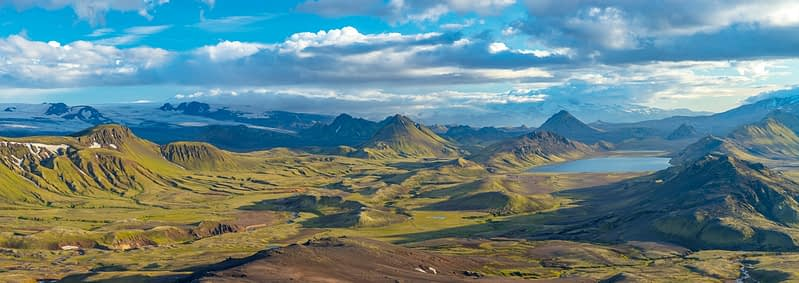 View over the mountains and lake at Alftavatn, from Jokultungur on the Laugavegur hiking trail. Central Highlands, Sudhurland, Iceland.