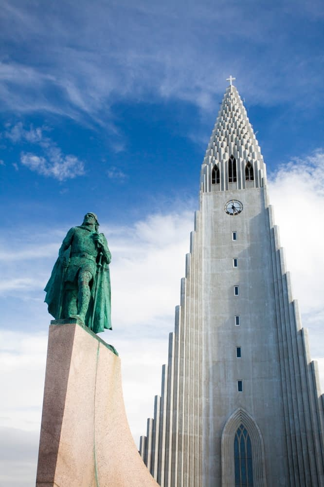 Hallgrimskirkja church and statue of Viking explorer Leif Erikson, Reykjavik, Iceland.