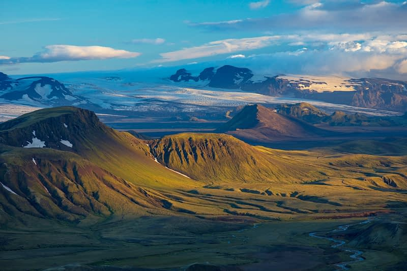 View over the mountains near Alftavatn, from Jokultungur on the Laugavegur hiking trail. Central Highlands, Sudhurland, Iceland.