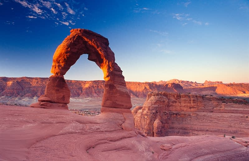 Delicate Arch at dawn, Arches National Park, Utah, USA.