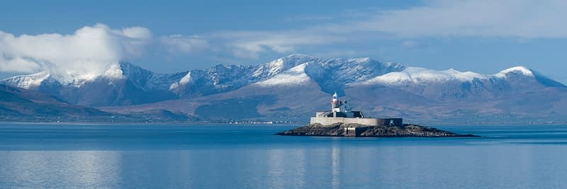 Fenit Lighthouse and the Brandon massif, Tralee Bay, Dingle Peninsula, County Kerry, Ireland.