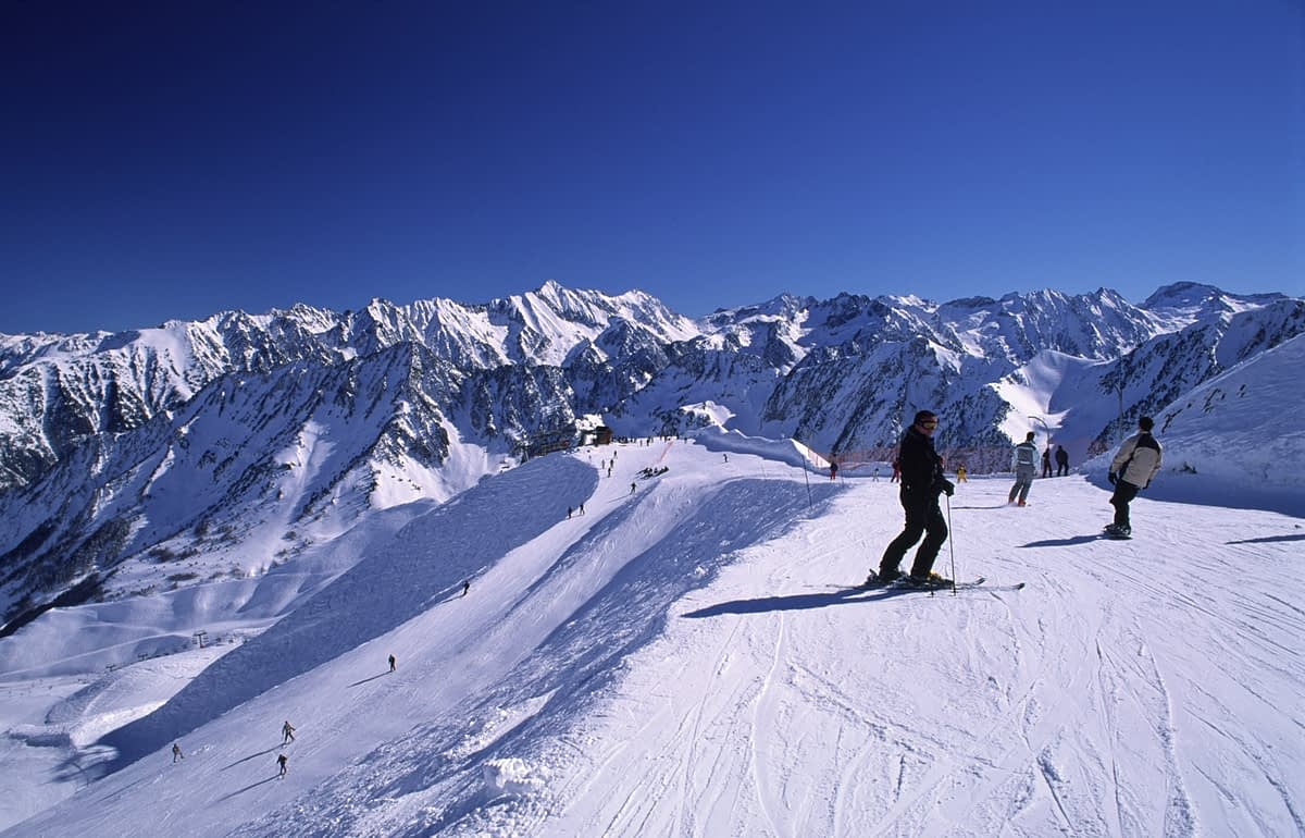 Skiing in the Cirque du Lis, Cauterets, French Pyrenees, France.