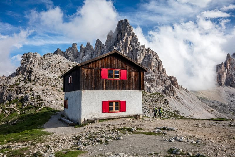 Hut beside Rifugio Locatelli, Tre Cime di Lavaredo, Sexten Dolomites, South Tyrol, Italy.