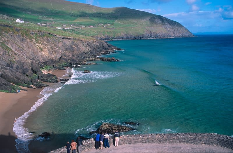 Visitors looking over Coumeenoole Bay, Dingle Peninsula, Co Kerry, Ireland.