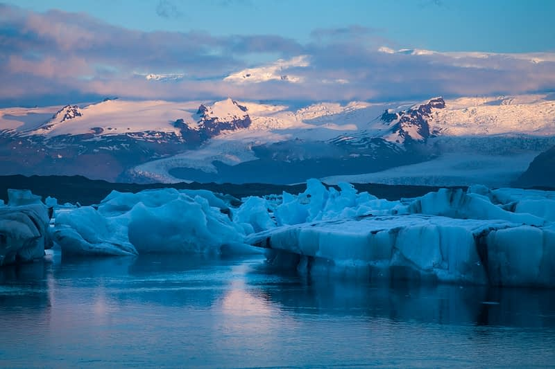 Dawn light over Vatnajokull ice cap and Jokulsarlon glacial lagoon, Sudhurland, Iceland.